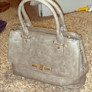 Grey shoulder bag with gold clasps&gorgeous lining